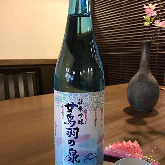 春らしい綺麗なボトル、「女鳥羽の泉」純米吟醸入りました。